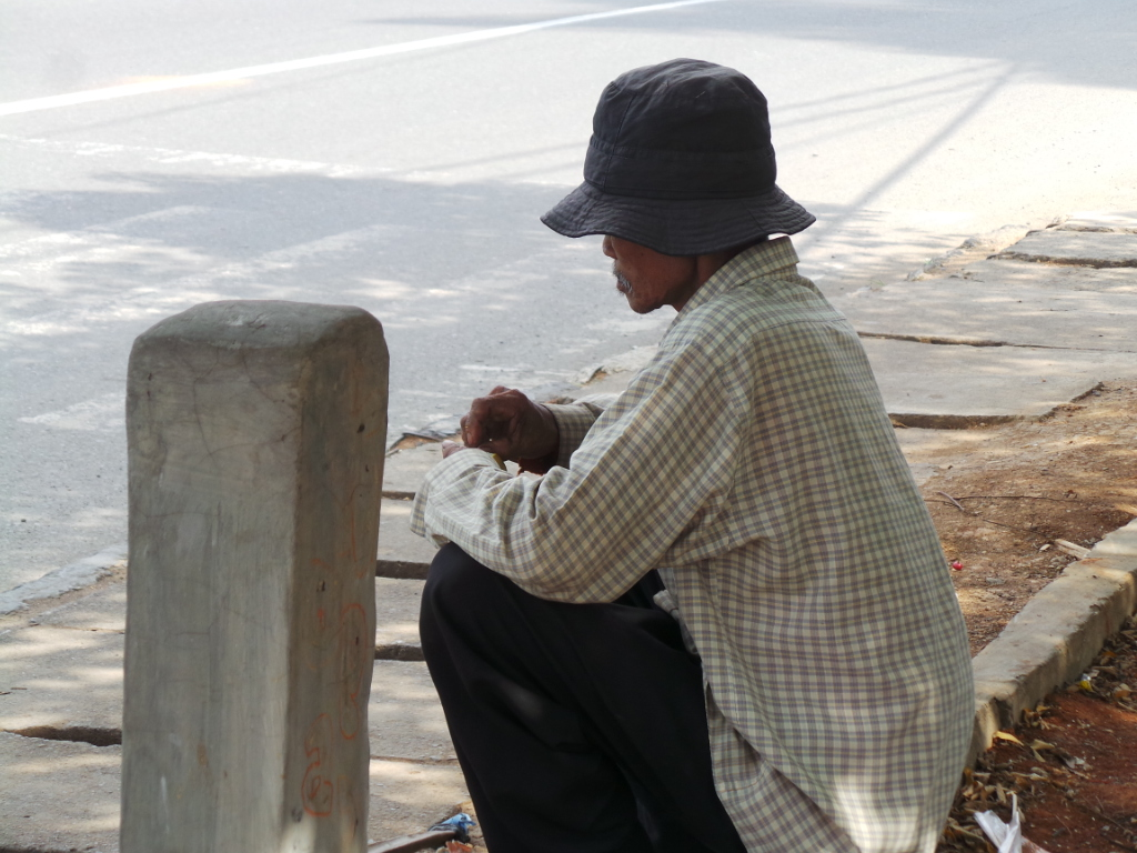 Suka duka fotografer jalanan – Diusir tukang pakir gara-gara penampilan sandal jepit dan tas ranselbutut